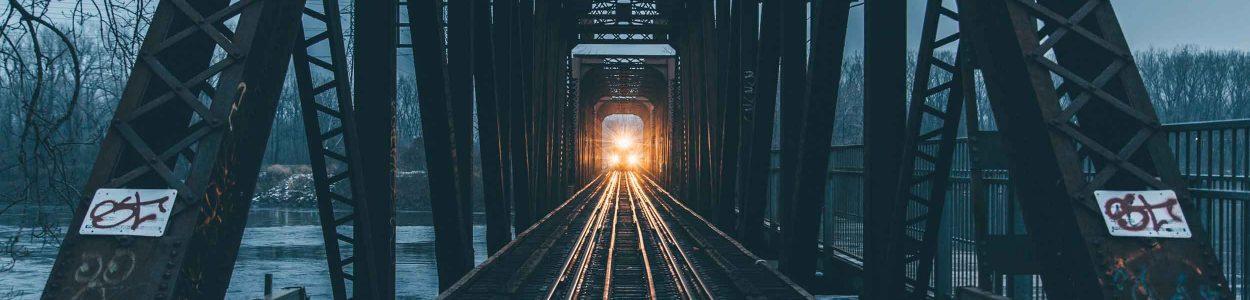 Train-sur-pont-Montréal-@threeeyed